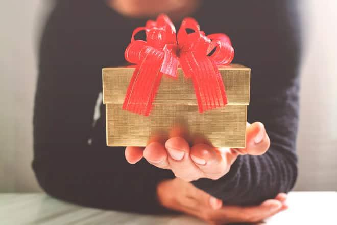 Смотреть Что подарить на Новый 2019 год жене. Идеи оригинальных подарков видео