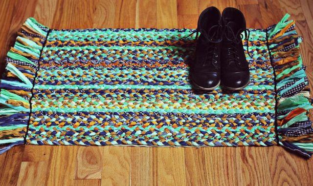 Плетеный коврик - оригинальный и простой подарок бабушке