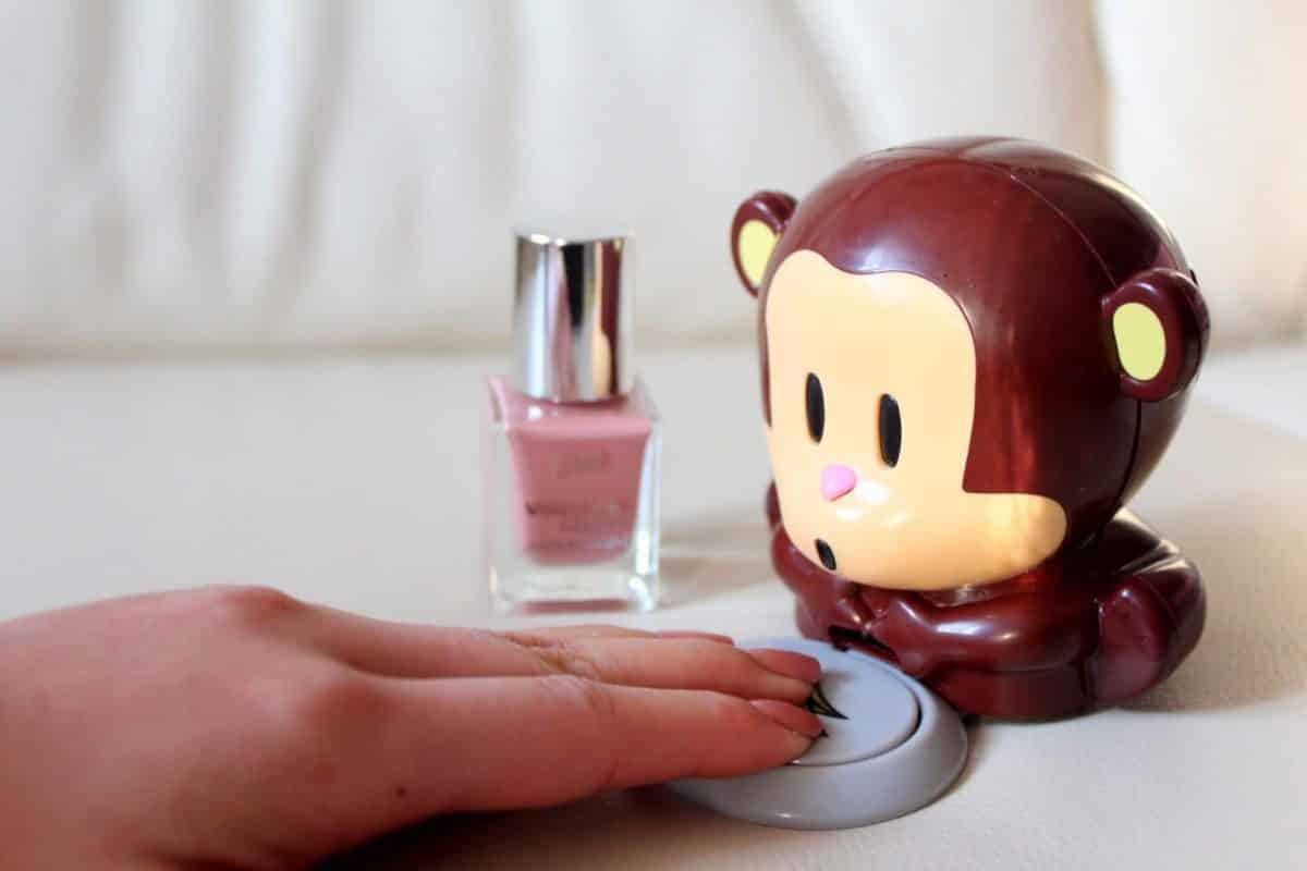 Сушилка для ногтей в форме обезьянки