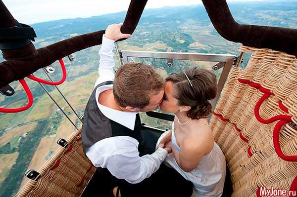 Полет на воздушном шаре молодоженов