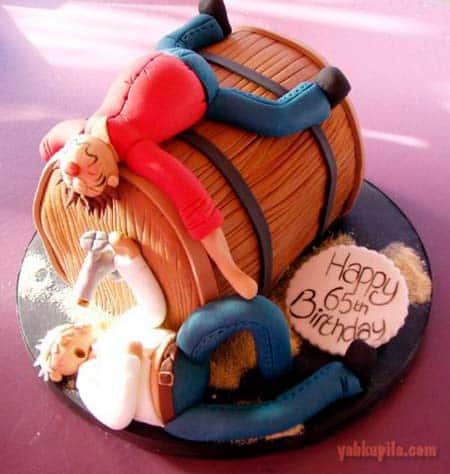 Торт с забавными надписями и рисунками