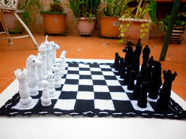 Вязаная шахматная доска