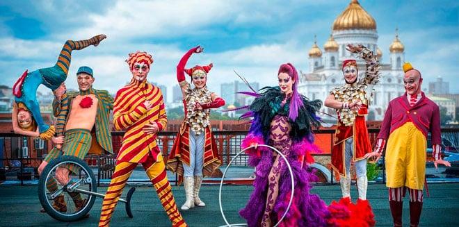 Эмоции для девочки в цирке