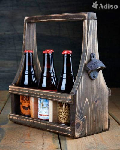 Ящик для пива из дерева с открывалкой