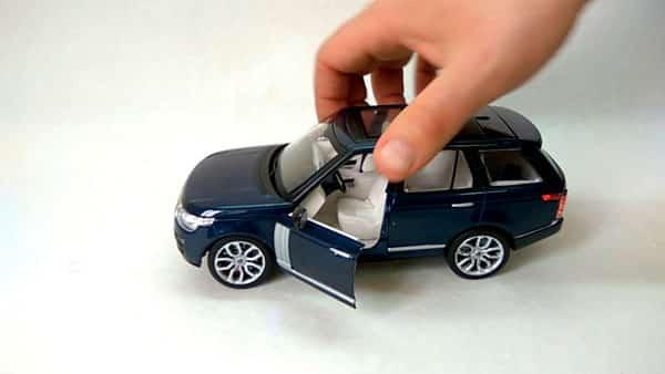 Игрушечная копия автомобиля
