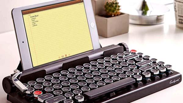 Современную печатную машинку Qwerkywriter