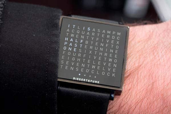 Часы, показывающие время словами