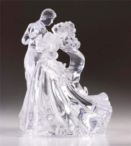 Статуэтка в виде влюбленной пары
