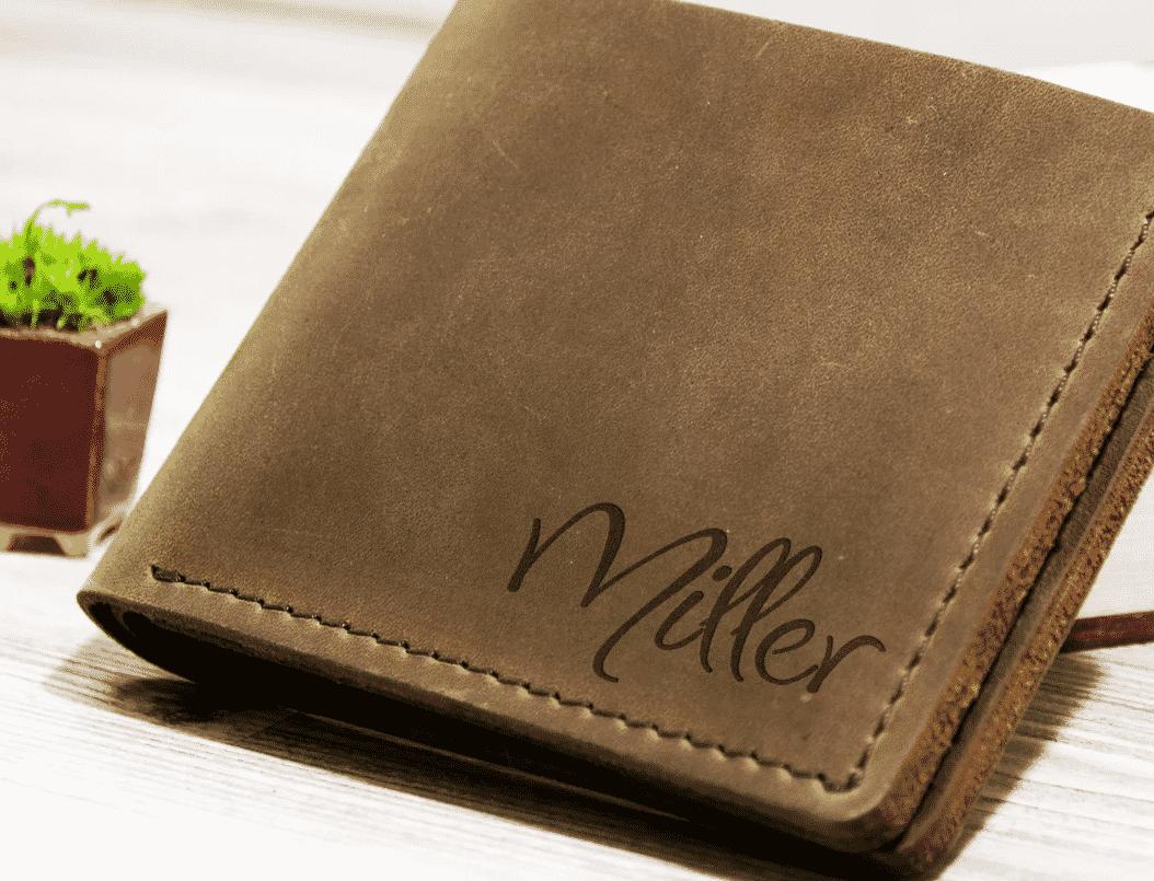 Кожаный кошелек с именной гравировкой