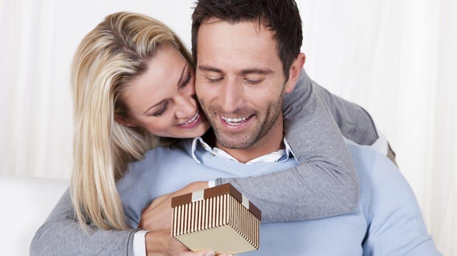 Идеи подарков на годовщину свадьбы мужу 1 год